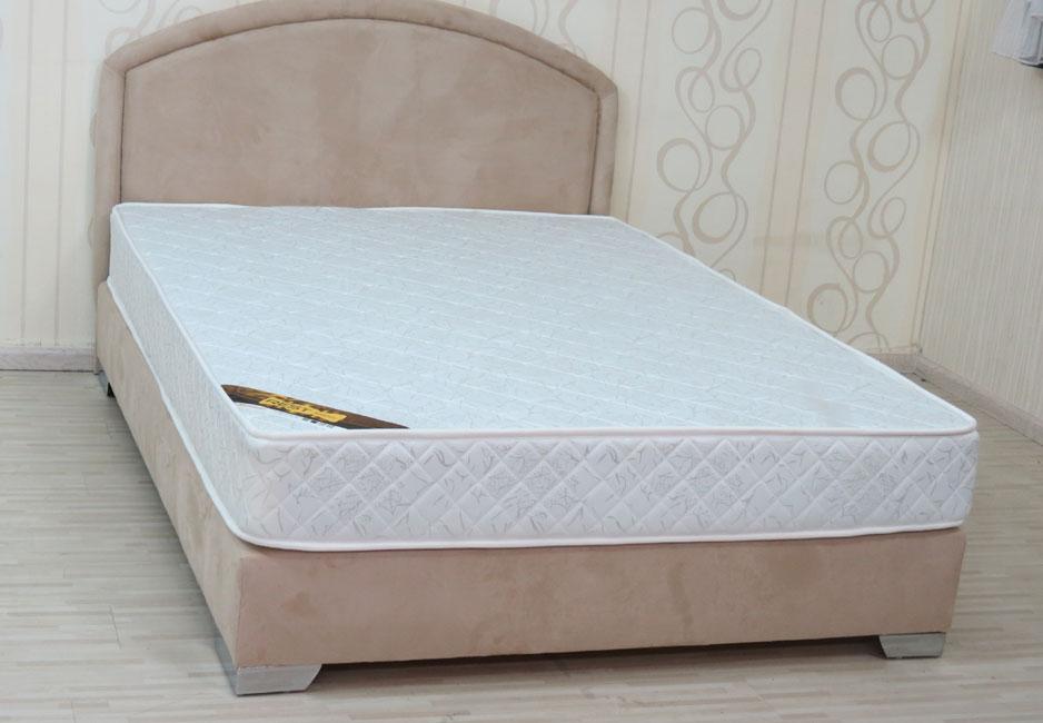 מיטה זוגית הכוללת גב מיטה מרופדת בבד מטריקס או בדמוי עור איכותי בעיצוב קלאסי דגם לוגאנו
